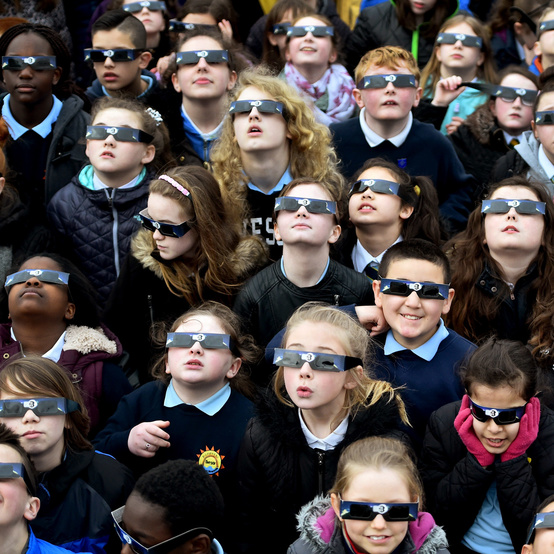 kids watching solar eclipse