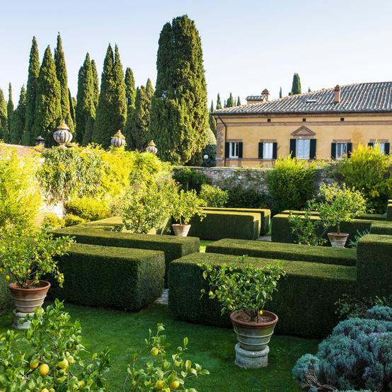 la foce garden in tuscany