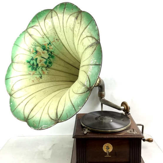 Smitty's Antiques Museum gramophone