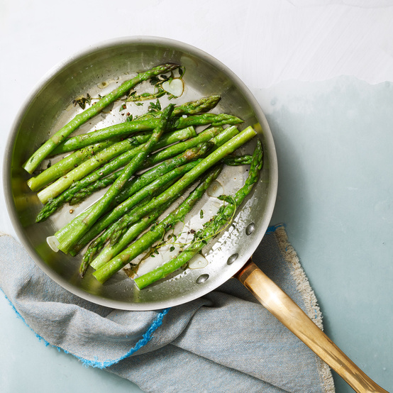 Sauteed Asparagus with Garlic and Thyme recipe