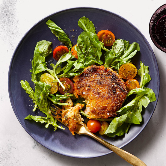 tuna cakes with arugula-tomato salad