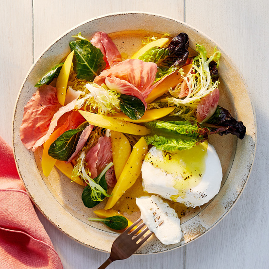 Mango-Mozzarella Salad