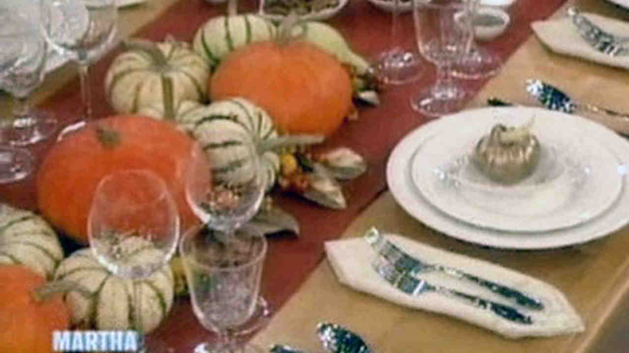 Video: Martha Sets a Thanksgiving Table Featuring the Macy\'s Martha ...