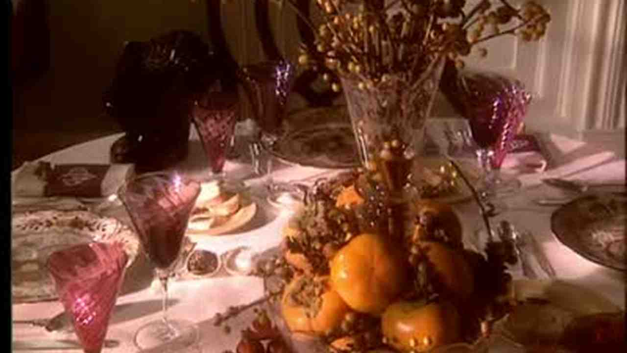 & Video: Thanksgiving Table Setting | Martha Stewart