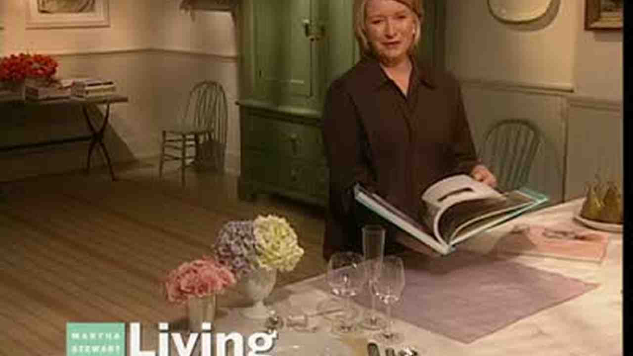 Video: Napkin Folding For Weddings | Martha Stewart
