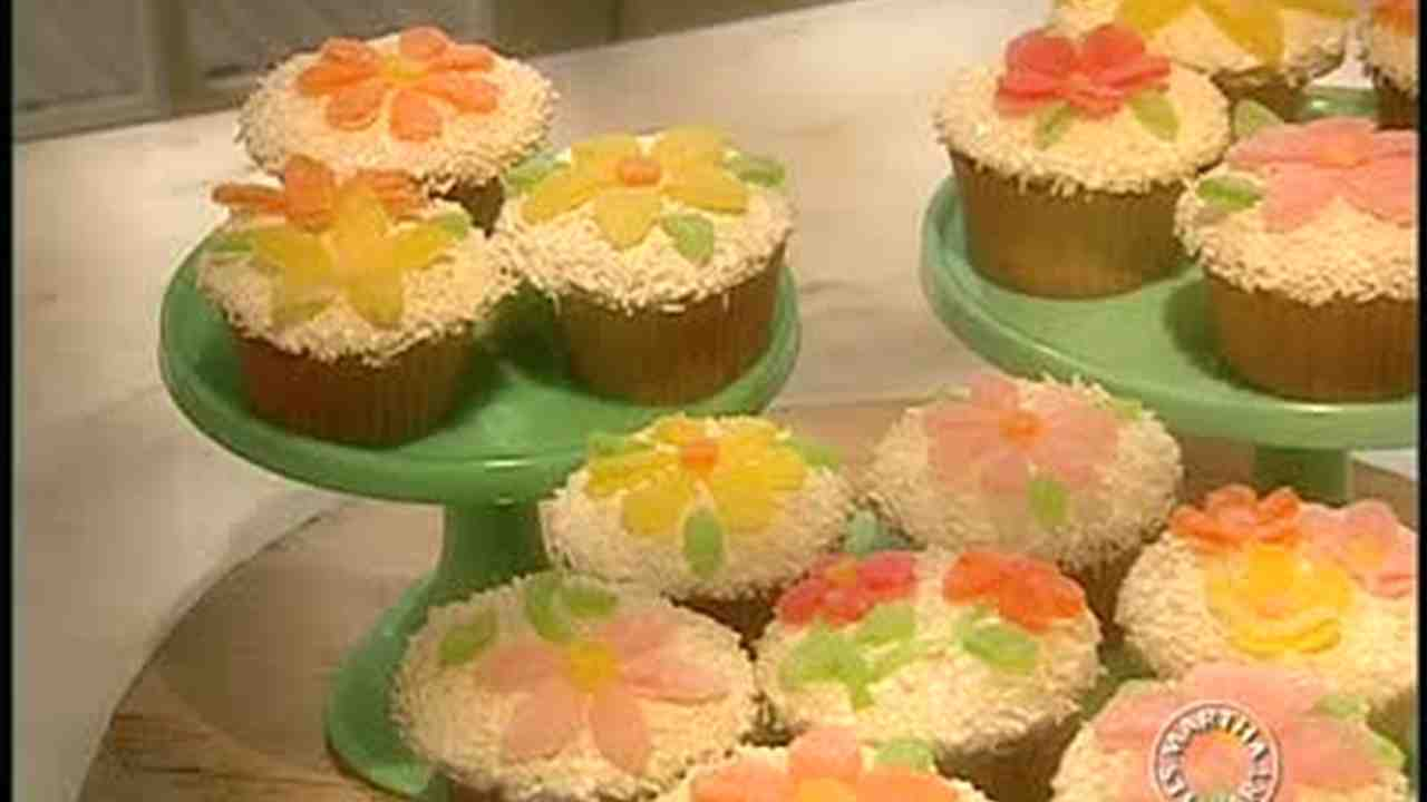 Video how to spring flower cupcakes martha stewart mightylinksfo