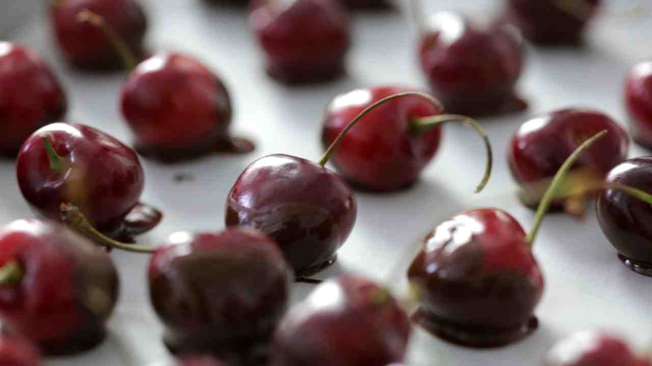 Chocolate-Dipped Cherries with Pistachios advise