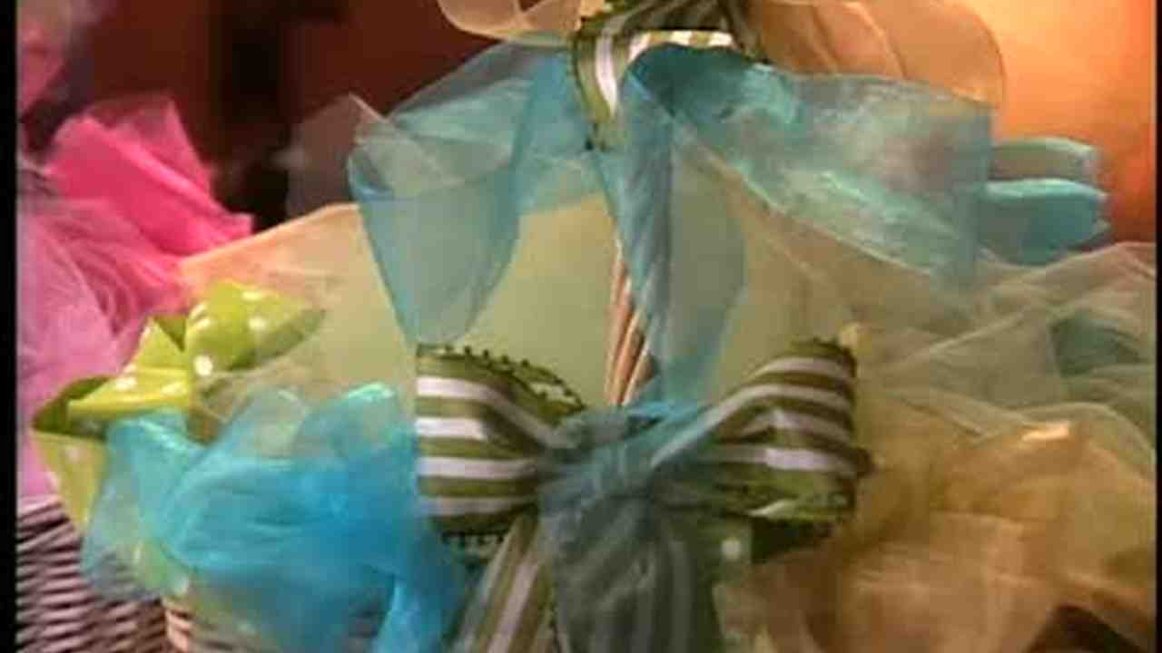 Video how to decorate easter baskets martha stewart negle Images