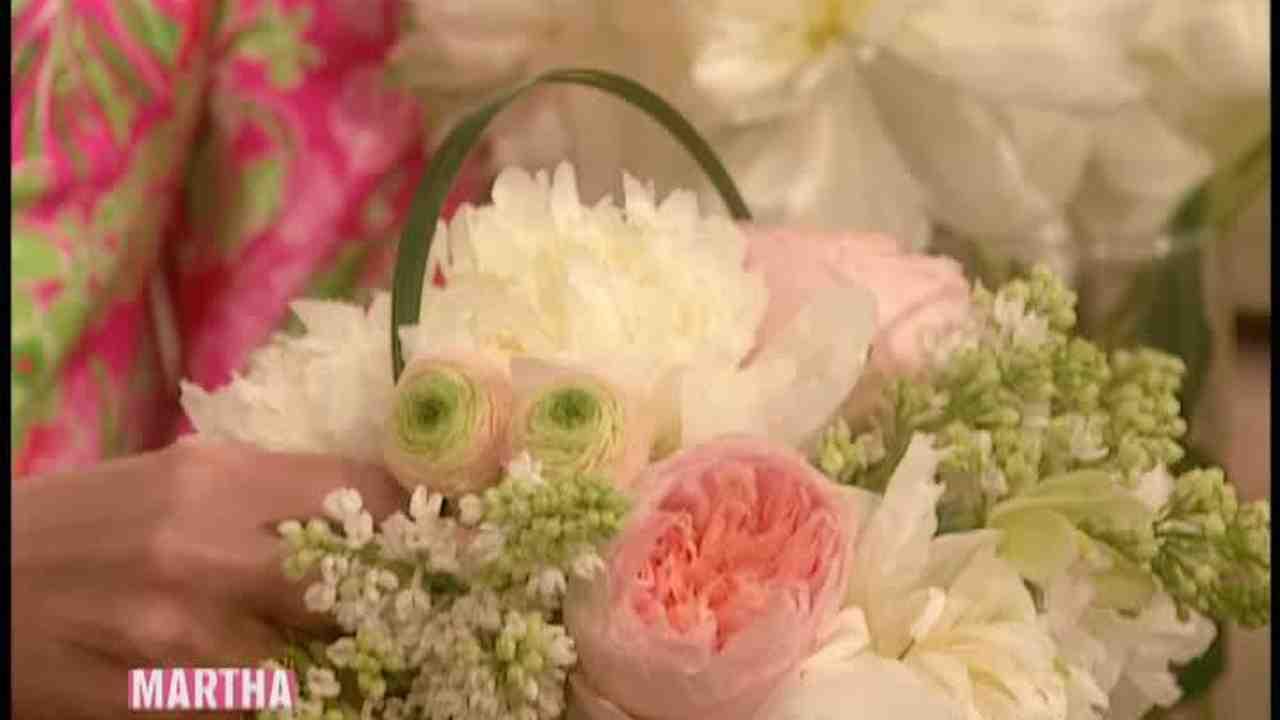 Video: How to Make a Flower Centerpiece | Martha Stewart