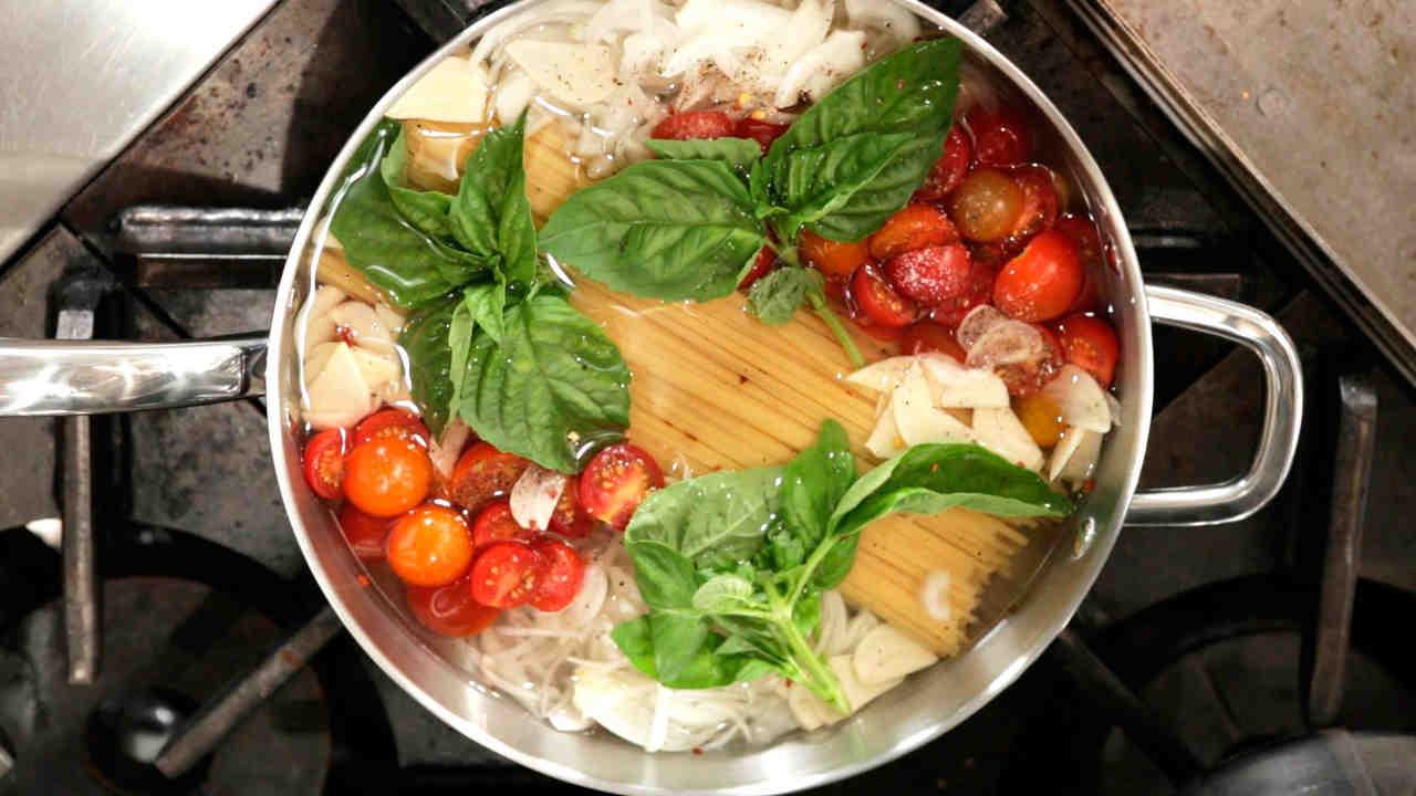 Video: Martha Stewart\u0027s One Pot Pasta Recipe | Martha Stewart