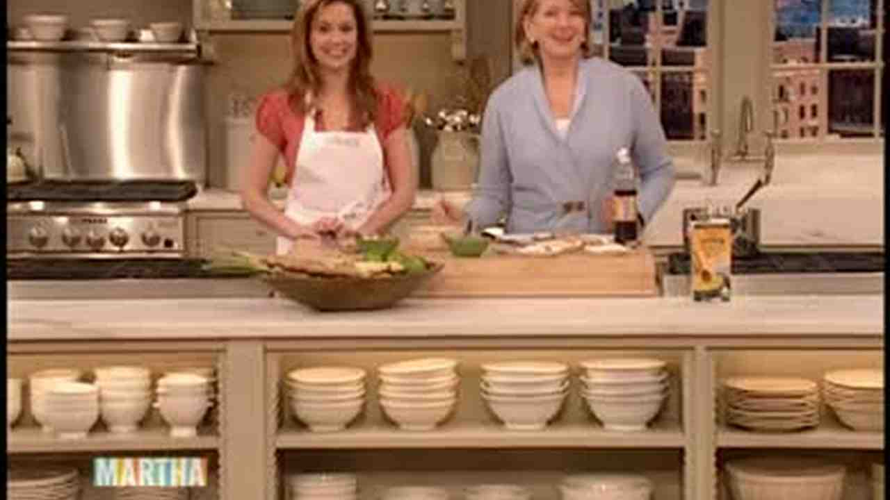 Jenna fischer gets hot in kitchen
