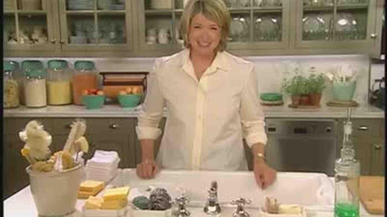 Video: Kitchen Sink Organizing Tips | Martha Stewart