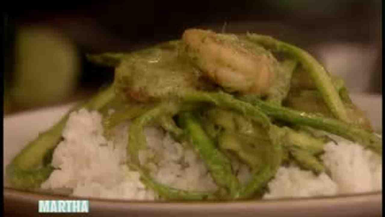 Video thai green curry with chef jamie oliver martha stewart forumfinder Gallery