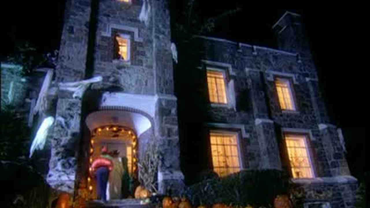 video a scary halloween at martha stewarts house martha stewart
