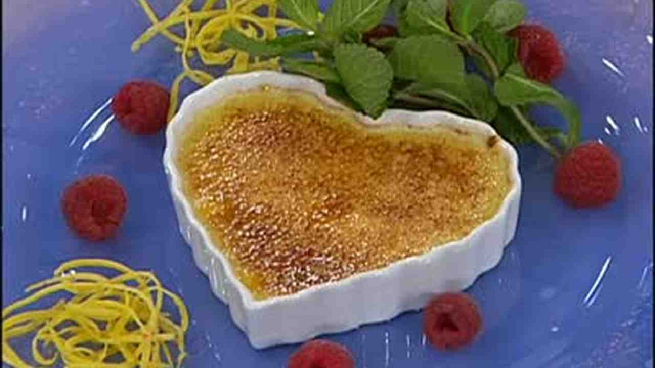 Video Creme Brulee Topping With Confectioner S Sugar Martha Stewart