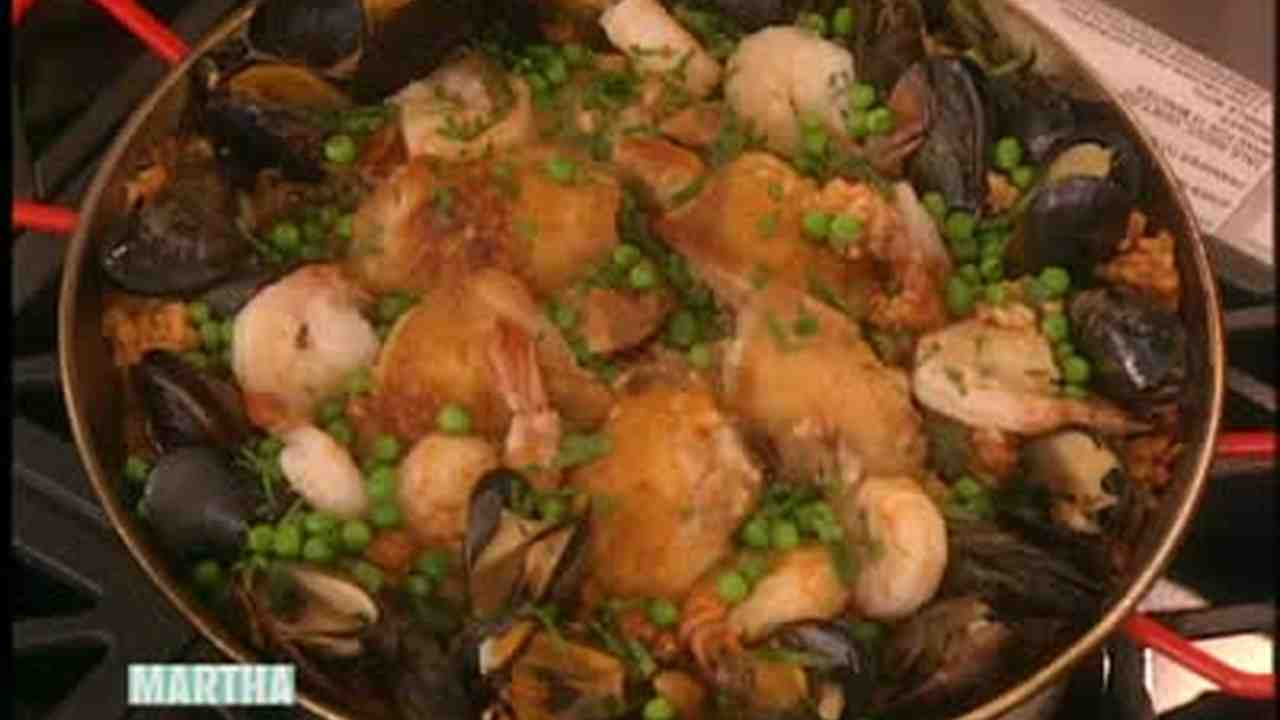 Video Mexican Paella With Chicken Mussels And Shrimp Martha Stewart