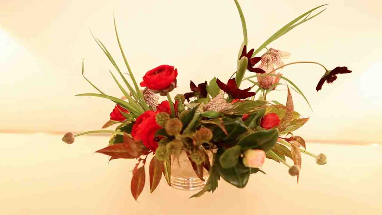 Video how to create a beautiful valentines day floral arrangement video how to create a beautiful valentines day floral arrangement martha stewart izmirmasajfo