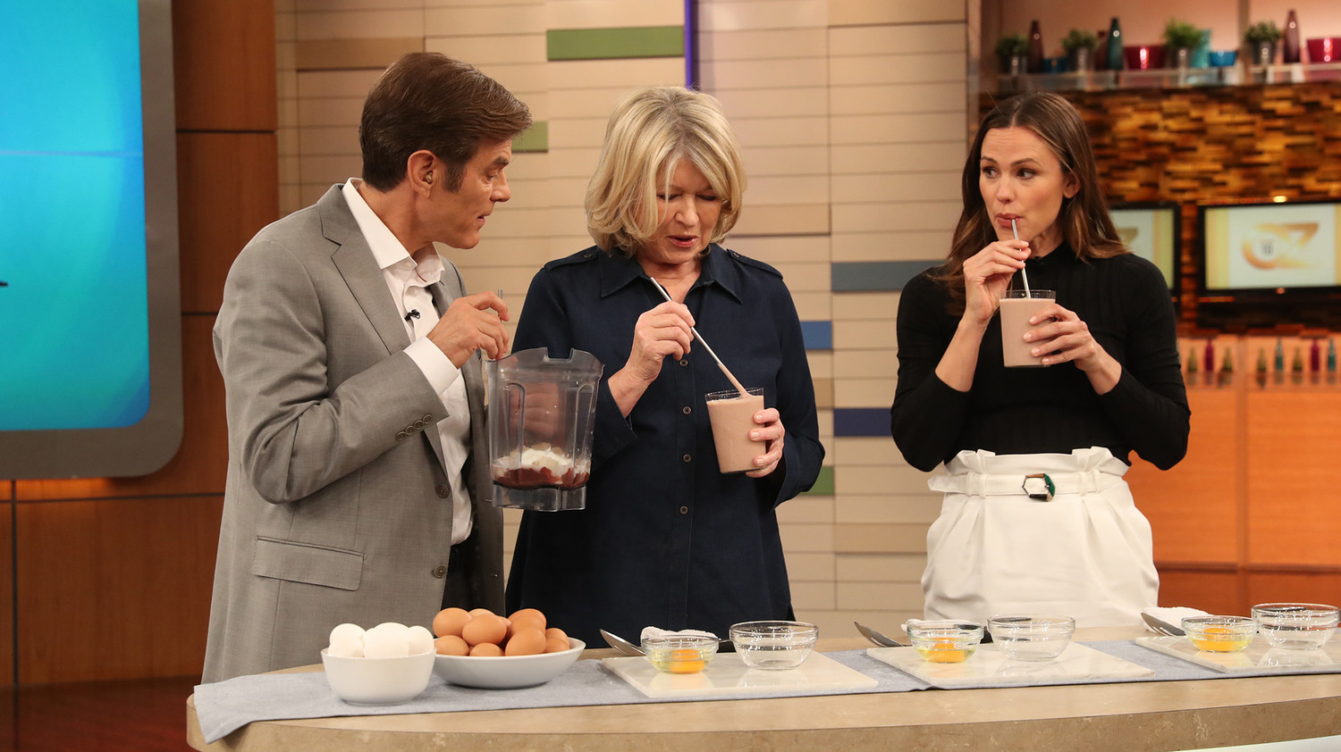 Watch Martha Teach Jennifer Garner and Dr. Oz the Right Way to Separate an Egg