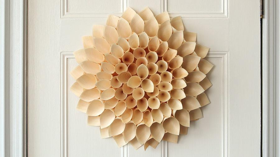video wooden cone wreath martha stewart. Black Bedroom Furniture Sets. Home Design Ideas