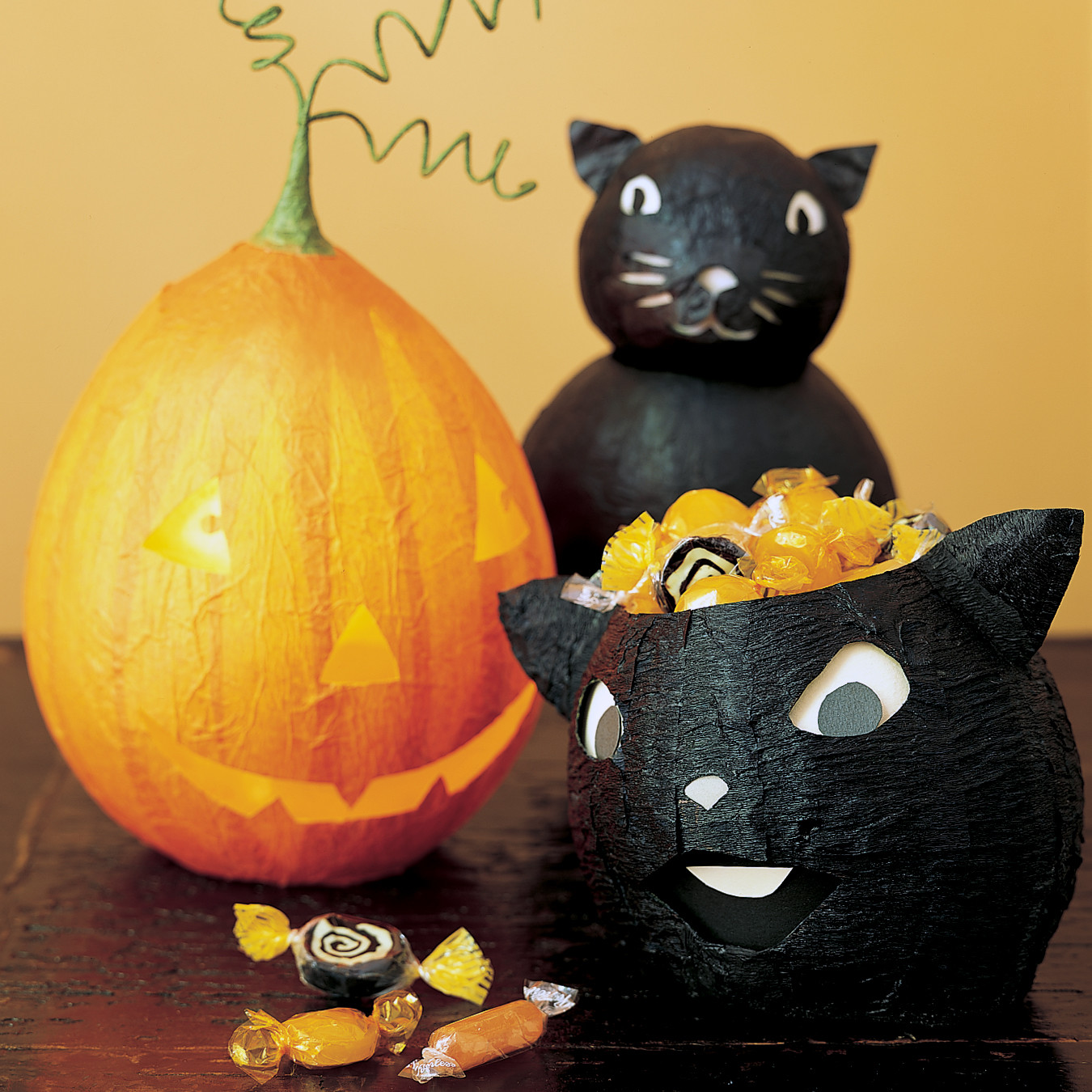 Papier mache decorations black cats martha stewart for Papier mache decorations