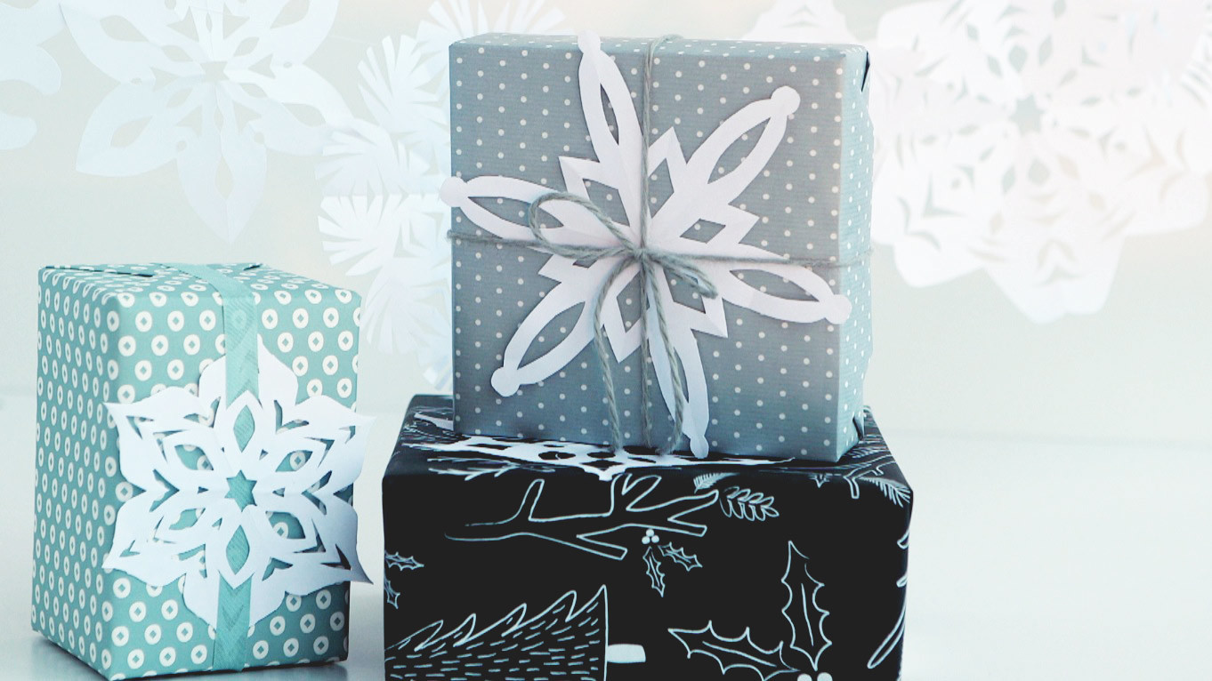 martha stewart paper snowflakes Find this pin and more on martha stewart crafts ideas by martha stewart living lovely little lavendar pillows from martha stewart lavendar pillows -- i feel like this is the grown up version of the bags i used to sew as presents when i was younger, using dried orange peels for scent.