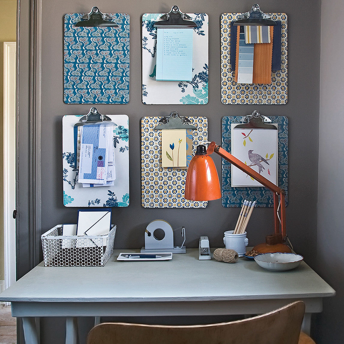 6 Ideas On How To Display Your Home Accessories: Office Organization Ideas For Disaster-Zone Desks
