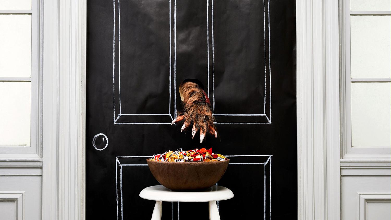 Scary Quot Gotcha Quot Halloween Candy Bowl Prank Martha Stewart