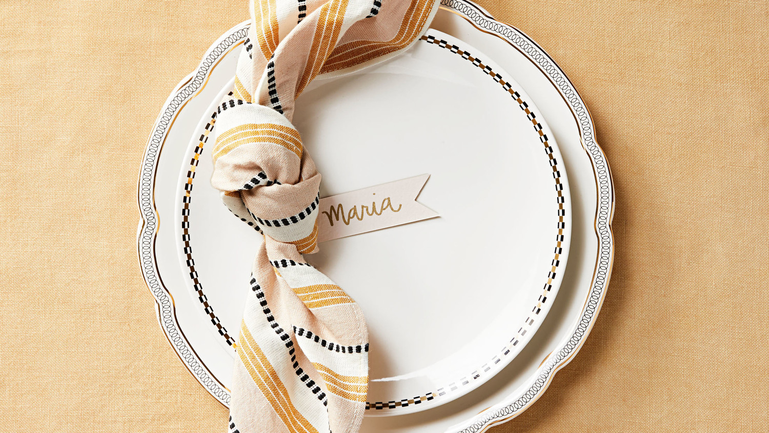 Knotted Napkin with Place Card