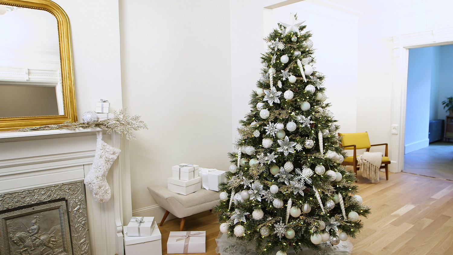 Video: How to Decorate Your Christmas Tree in Winter White | Martha ...