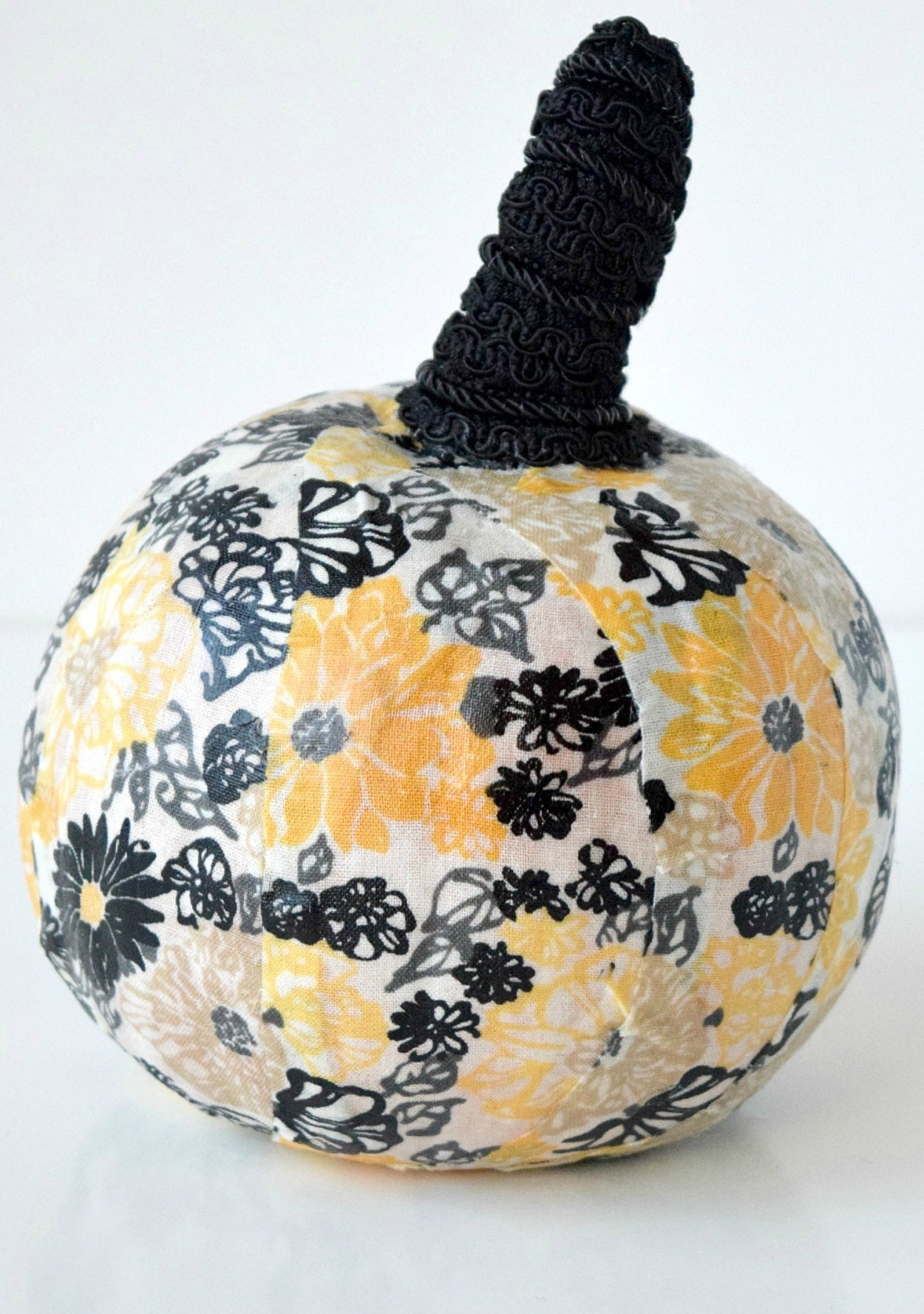 The Chicest Of Pumpkin Decorating Ideas Decoupaging It