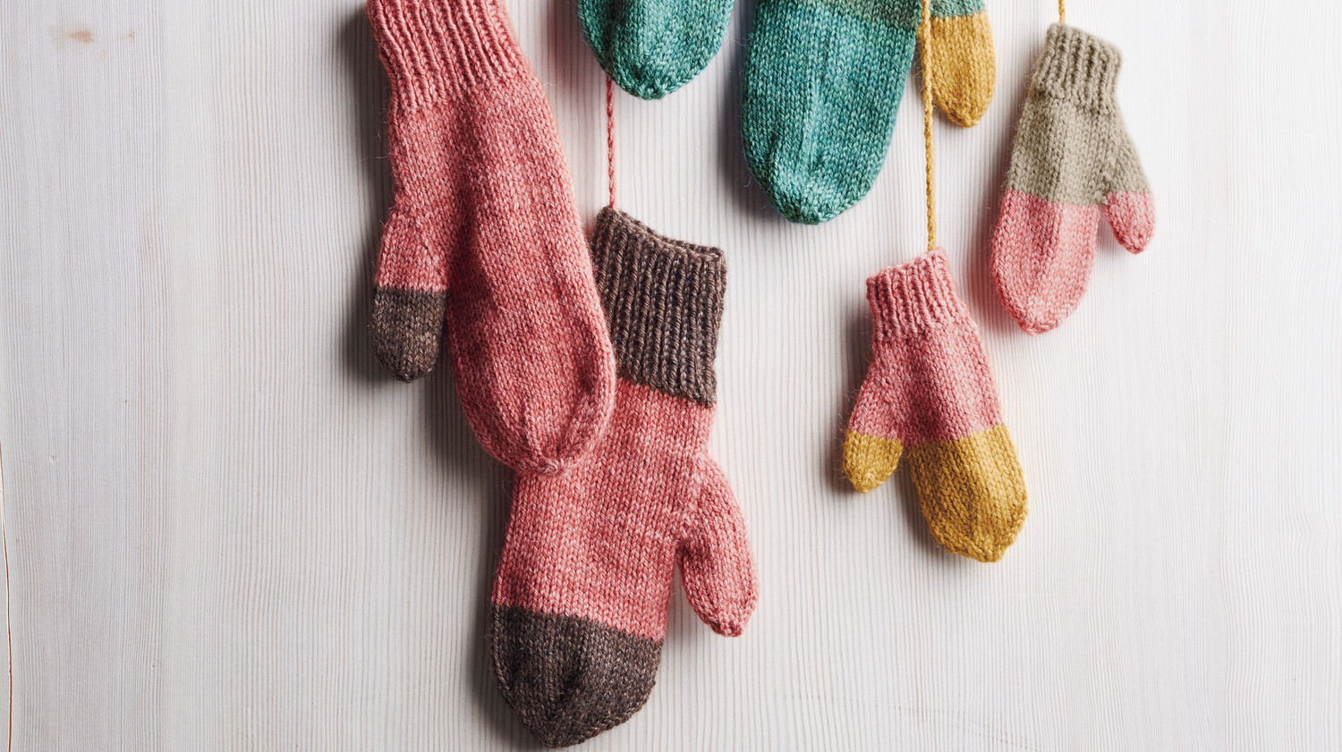 how to knit playful mittens using leftover yarn