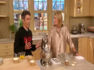 Video Everyones Favorite Birthday Cake Martha Stewart - Favorite birthday cake