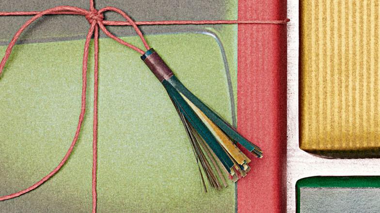 Magazine-Paper Tassel Gift Toppers