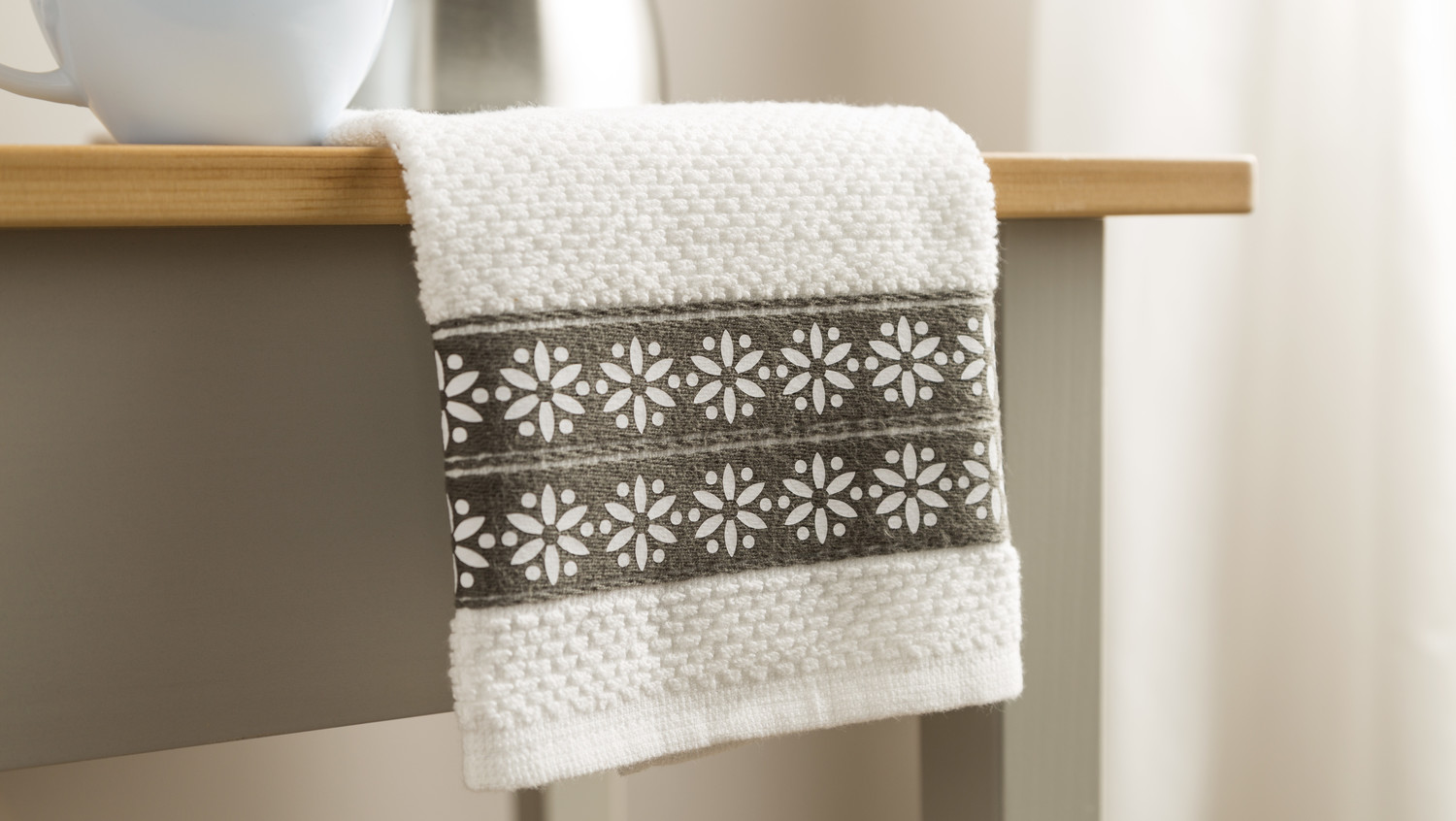 Martha Stewart Cricut® Daisy Border Dish Towel