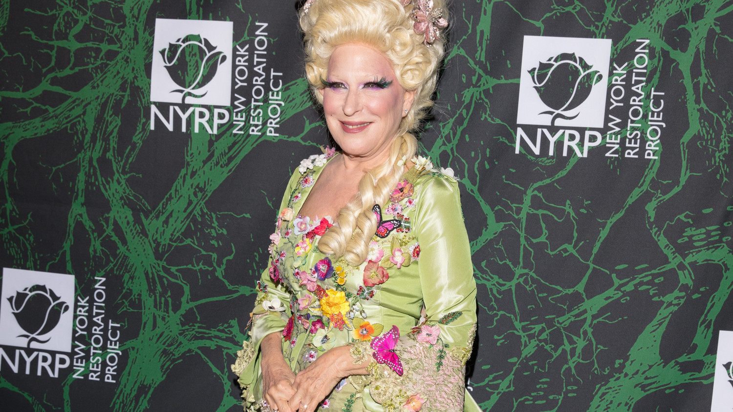 Bette Midler's Enchanting Costume & 15 Other Magical Moments From Her Hulaween Gala