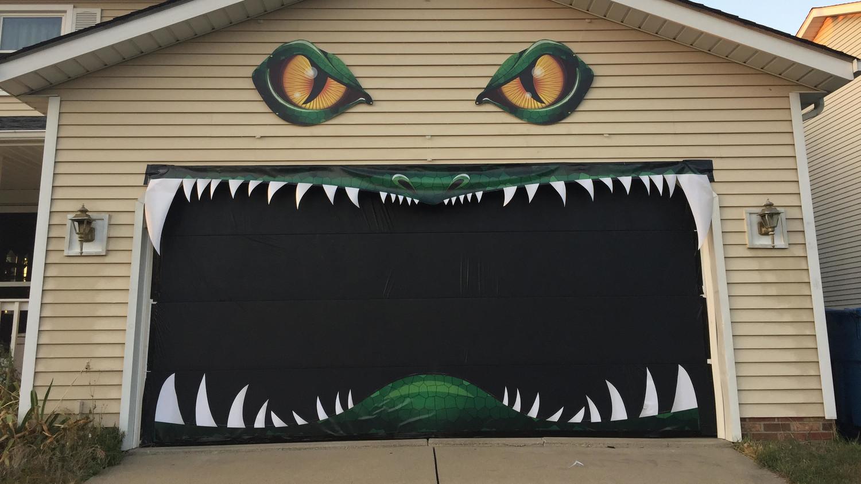 Midwest Garage Door   We Can U0027t Stop Watching This Halloween Garage Door  In Action