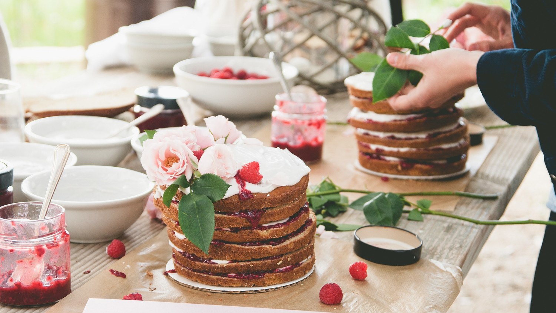 sweet laurel retreat decorating layer cakes