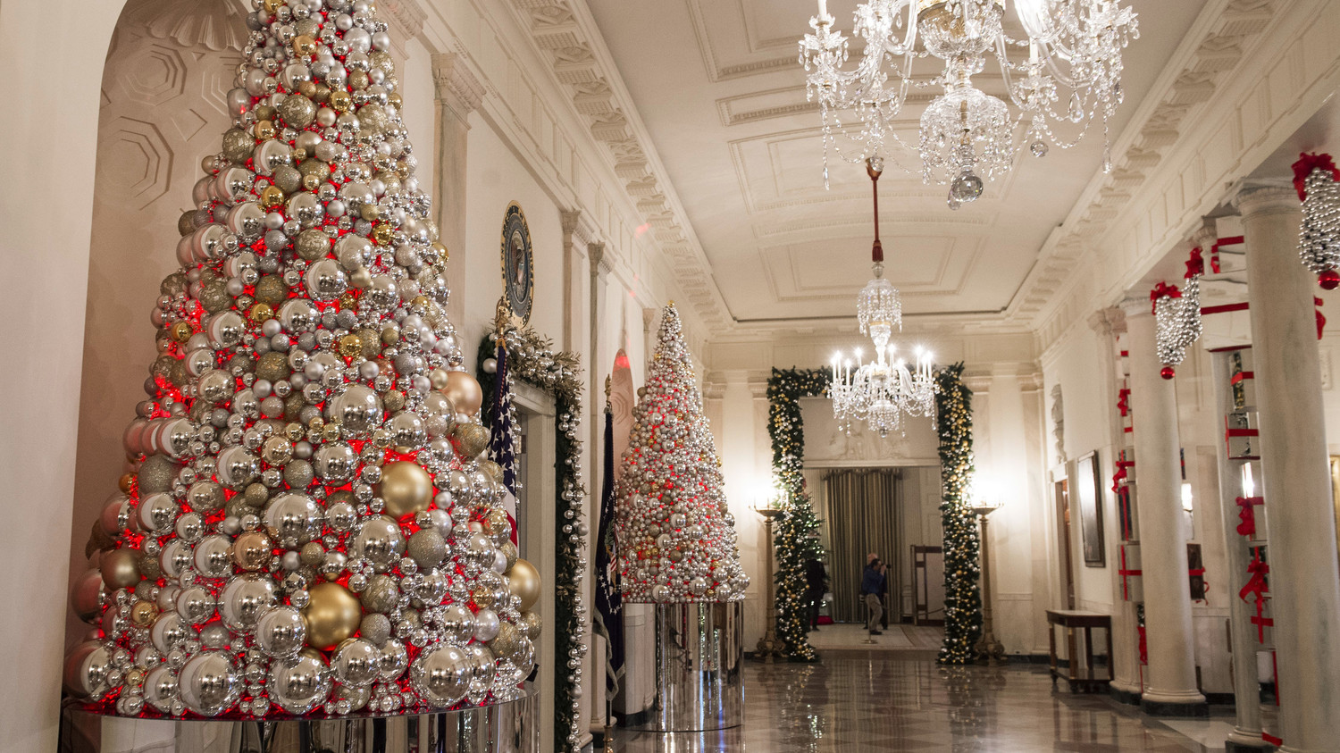 Here\'s an Inside Look at the White House Decorated for Christmas ...