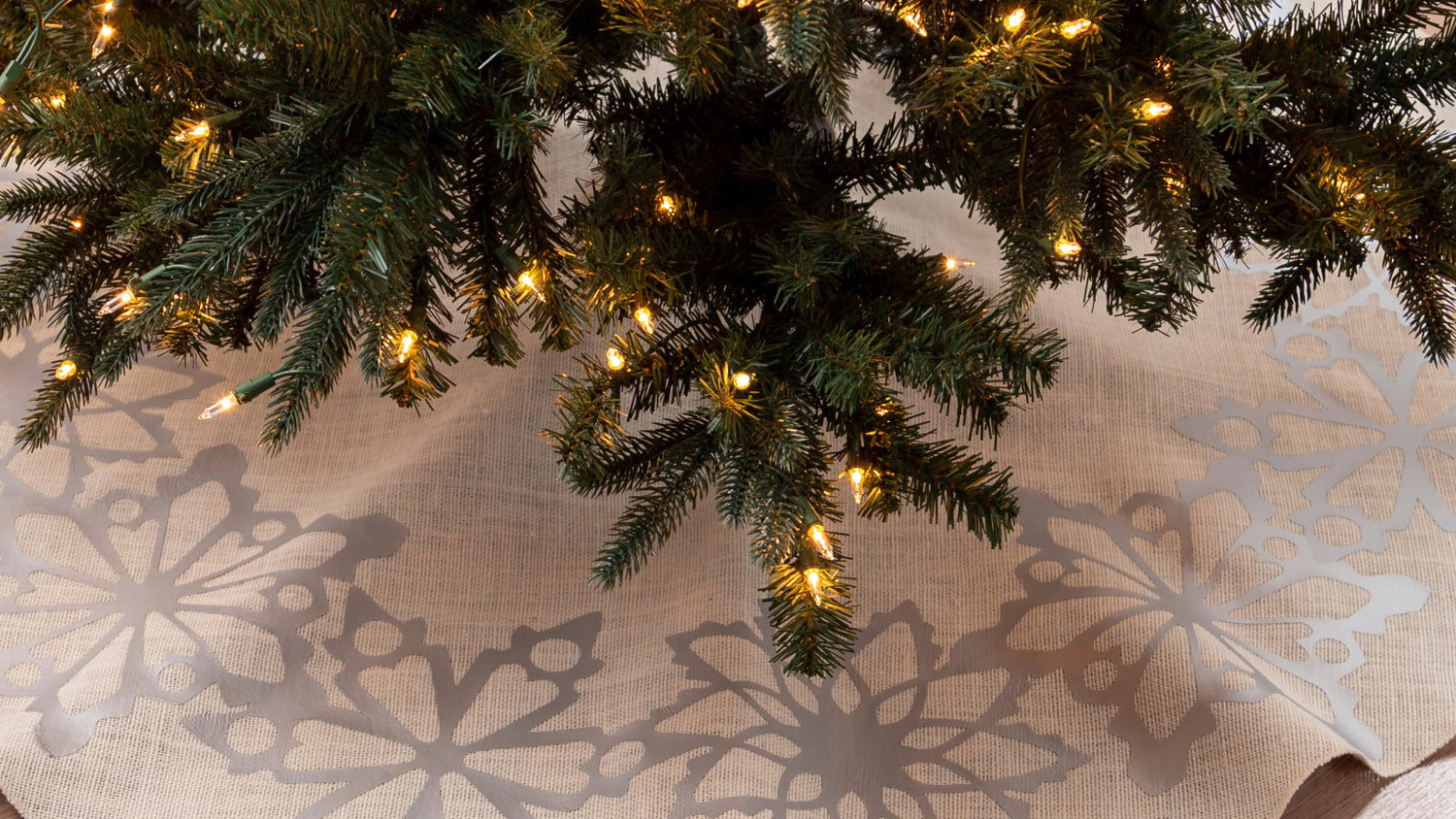 Martha Stewart Cricut® Snowflake-Border Tree Skirt
