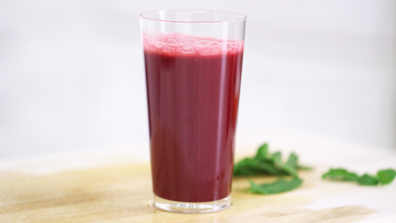 Video: Detoxifying Beet, Apple and Mint Juice | Martha Stewart