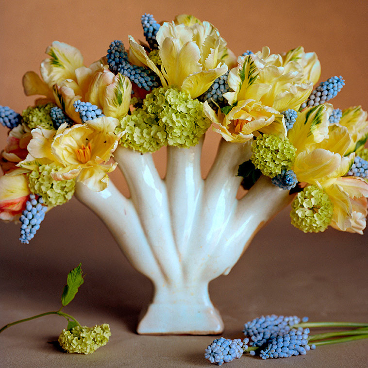 Tulip arrangements martha stewart for Martha stewart floral arrangements