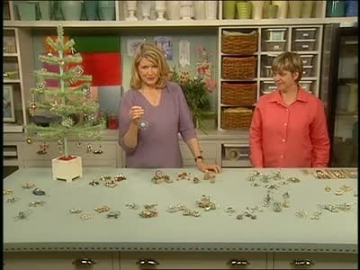 Video collecting antique christmas ornaments martha stewart for Collecting vintage christmas ornaments