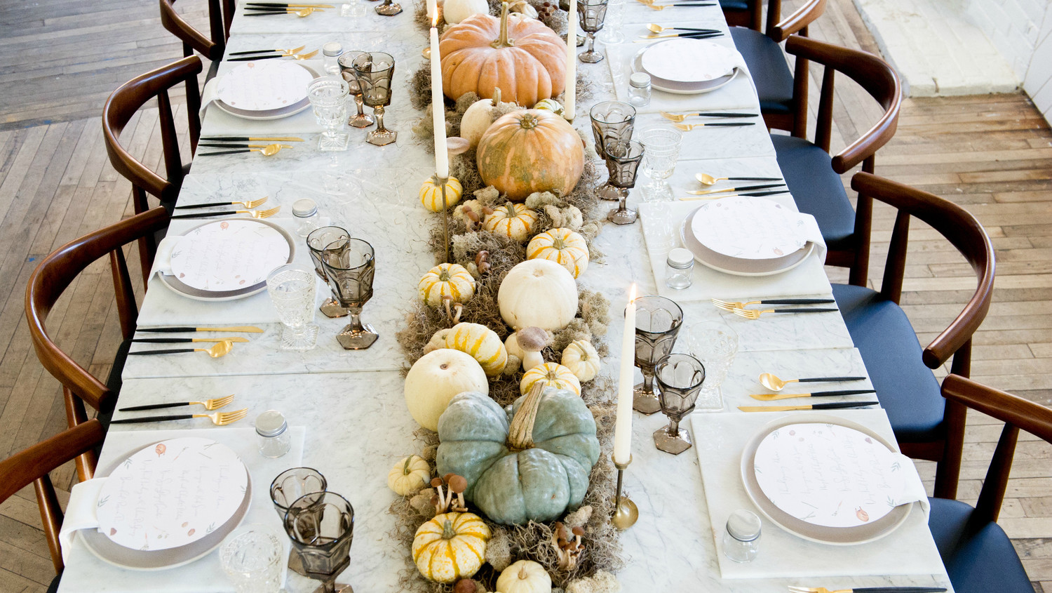 Ideas for a modern thanksgiving table martha stewart for How to set a round table for thanksgiving