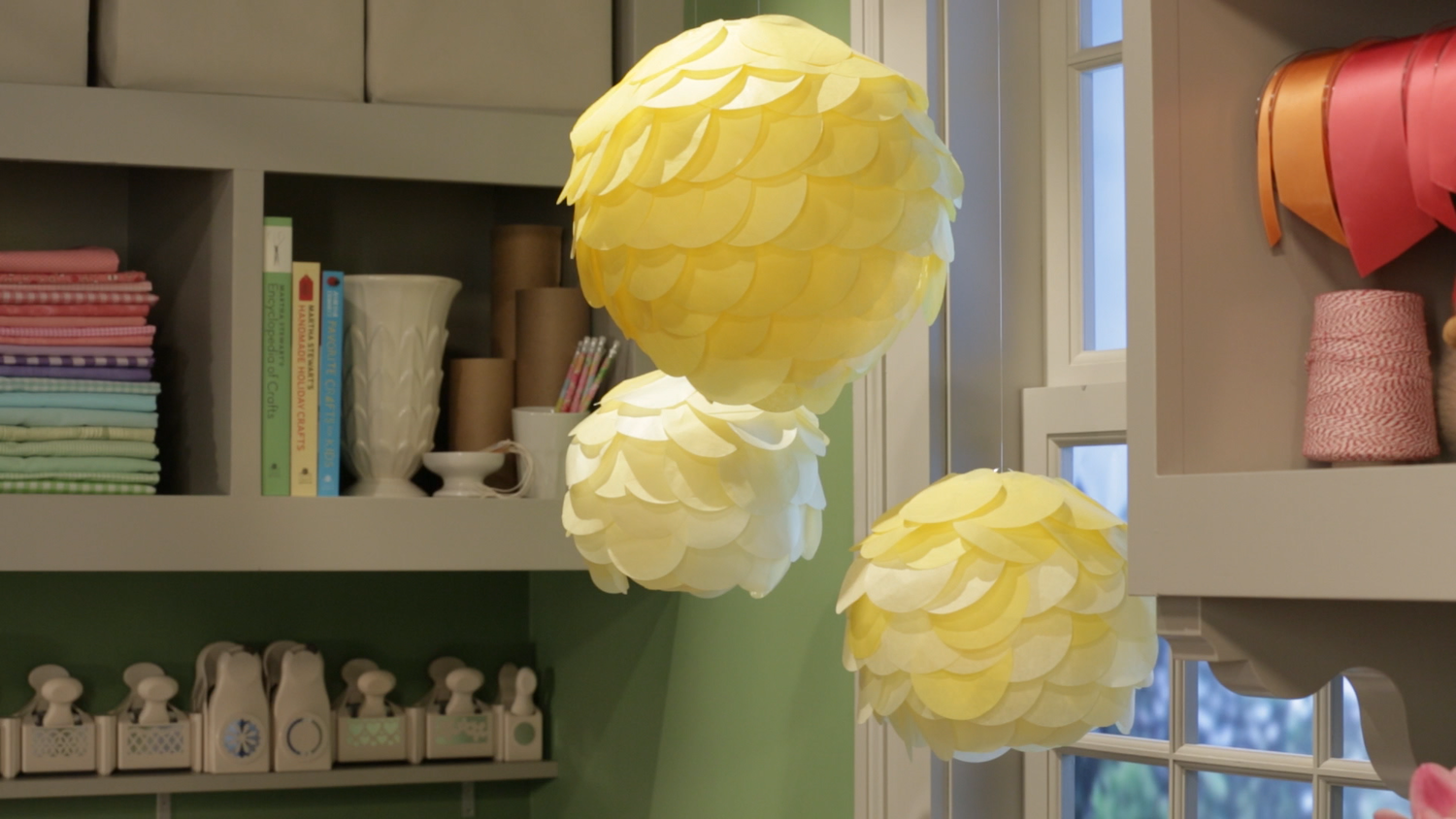Video Simple Scalloped Tissue Paper Lanterns Martha Stewart