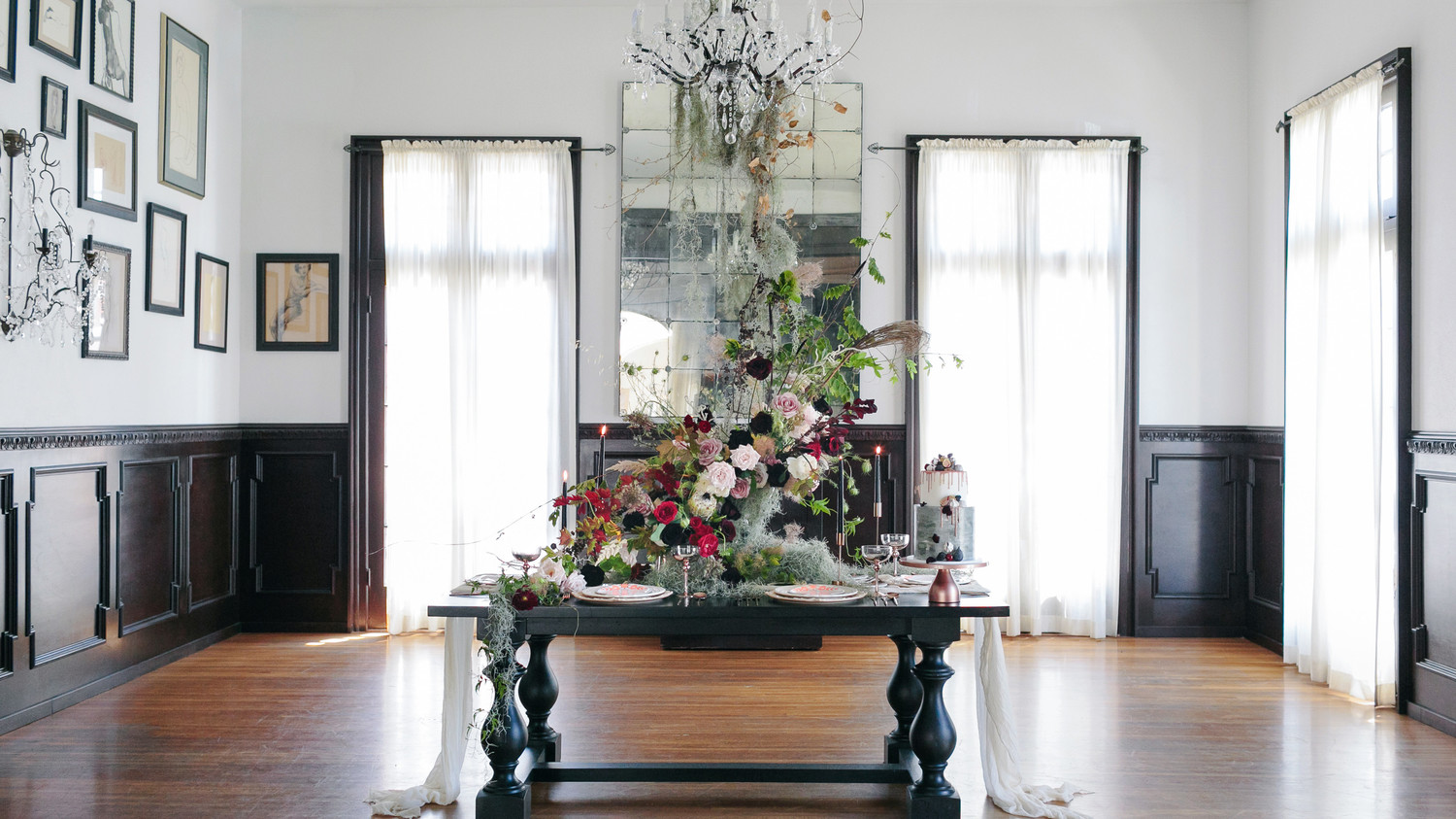 Halloween Dinner Table Setting.Host A Halloween Dinner Party That Is Hauntingly Beautiful