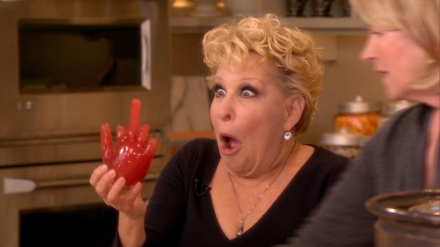 Video Offensive Halloween Punch Med Bette Midler-9353
