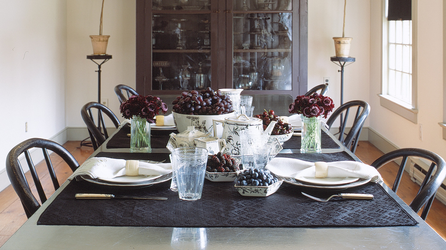 Marthau0027s Turkey Hill Dining Room: 5 Bold Ideas For Decorating With Black