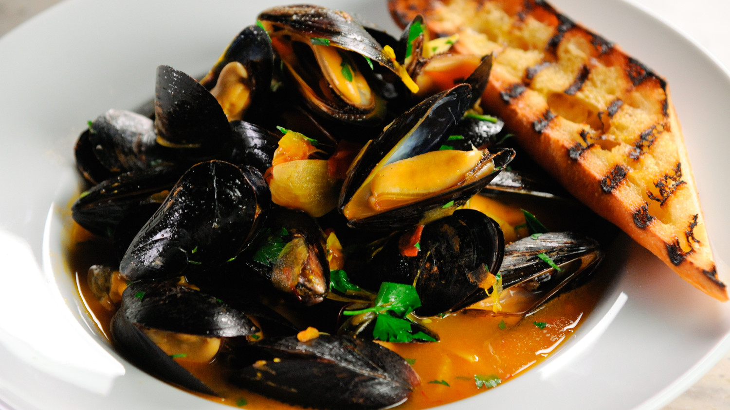 Mussels with White Wine and Saffron