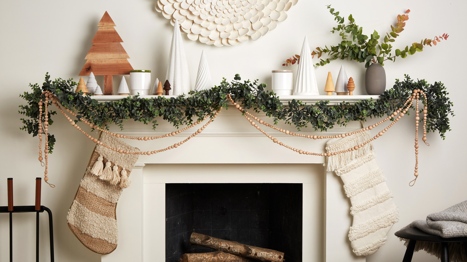 3 Gorgeous Ways to Decorate Your Mantel For Christmas ...