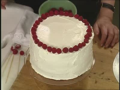 Video Making A Simple Birthday Cake With Raspberries